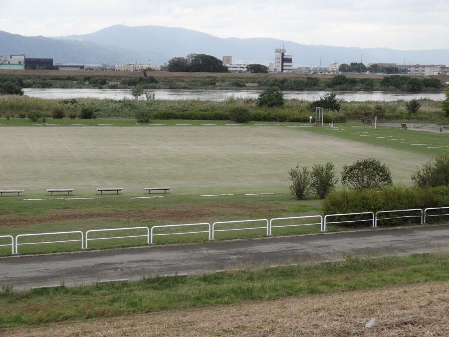 2017.10.22台風21号の影響・10.25の鳥飼下人工芝サッカー場の右半分の様子